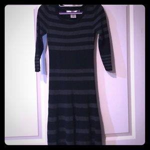 Max Studio half sleeve, form fitting dress